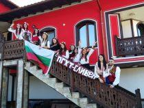 Млади сливенчани избраха Копривщица за своята абитуриентска фотосесия