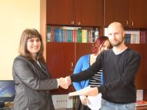 """В ПГМЕ – Пирдоп бяха подписани партньорски договори по програма """"Еразъм+"""""""