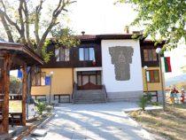 Сградата на кметството в Буново грее с обновена фасада