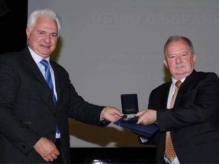 Проф. дтн инж. Цоло Вутов поема мисията на почетен председател на Научно-техническия съюз по МДГМ