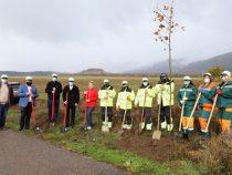 """Общински служители и доброволци се включиха в програмата """"Нашето зелено утре"""" в Чавдар и Челопеч"""