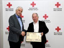 Проф. Цоло Вутов удостоен с почетен знак за личния му принос за БЧК