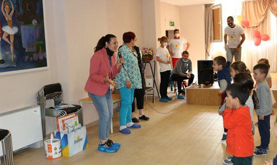 """За Деня на детето – """"Дънди Прешъс Металс Челопеч"""" дари играчки на детските градини в Чавдар, Челопеч и Златица"""