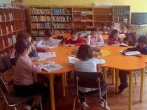 13 училища и 11 читалища от Средногорието получиха стотици ценни томове от Геотехмин и Елаците-Мед